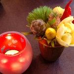 ラ・ピアンタ - 各テーブルにかわいいお花とキャンドルが☆