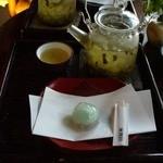 287973 - 蓮茶と葛餅のセット