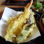 久兵衛屋 - 料理写真:海老、オクラ、茄子の天ぷら。海老の左は烏賊、下に南瓜が見える。
