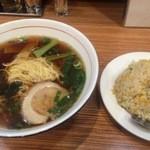 山東厨房 - ラーメンと半チャーハンセット 500円