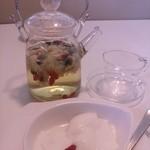 茶縁 - 菊花茶と杏仁豆腐