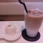茶縁 - 黒ごま饅頭とカフェオレ