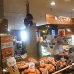 カフェ ベルベ - パンを購入の方はこちらから並びます