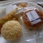 28702873 - 揚げもの(揚げ棒餃子、胡麻団子)に月餅です