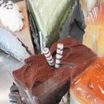 28707770 - 手前:チョコレートケーキ 奥:抹茶ケーキ