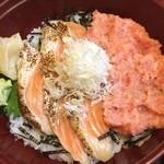 寿し茶屋海旬亭 - 今日のランチは、魚で。炙りサーモンとネギトロの二色丼をいただきました。ご馳走様でした。