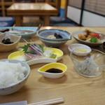 辨慶 - これが定食800円、素晴らしい景観です!