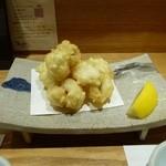 京酒房 藤かわ - 鱧の天ぷら、お塩であっさりいただきます。