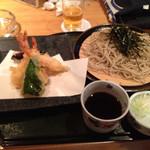 まつや - 天ざるそば。 海老が3本も付いていた(^-^)/ 蕎麦は2,8蕎麦?かな?少しツユが甘口だけれど、美味しかった。