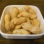 汐留バル 7 - 殻つきピーナッツ
