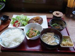 まつぼっくり - 豆腐ハンバーグがメーンだった日替わりランチ(1100円)