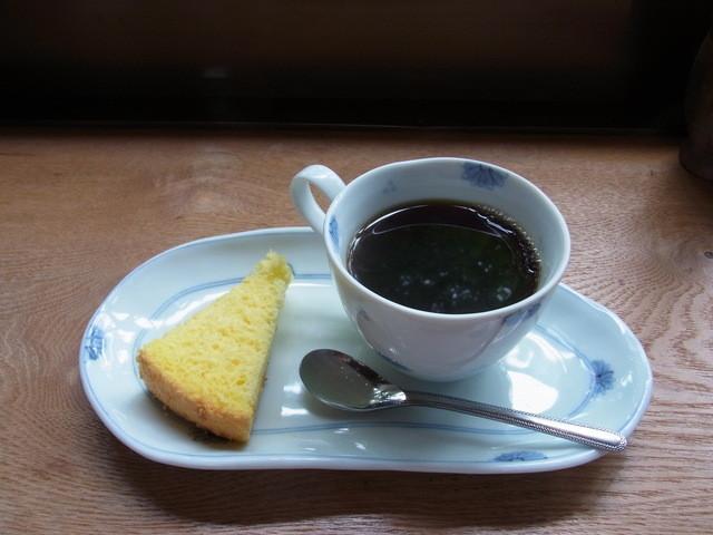 まつぼっくり - コーヒーとスポンジケーキ