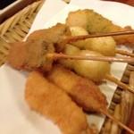 串八 - 串八 白梅町本店の串カツ、こんにゃく・鶏肉・ソーセージチーズ・うずら・きす(14.07)