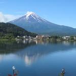 富士河口湖温泉郷 湖楽 おんやど 富士吟景 - お部屋からも目の前に富士山!少し逆さ富士も