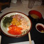 古宇利島カフェ - スペシャル海鮮丼