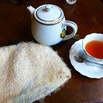 FAbULOUS - 紅茶にちゃんとティーコジーもつけてくれます
