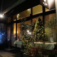 オステリア ブッビーノ - 夜の外観