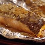 チャテオあくさん - サーモンの蒸し焼き、燻製岩塩添え