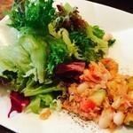 28725069 - ランチセットのサラダ                       野菜も美味しい!