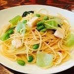 28725169 - ランチセットの                       枝豆とホタテとチンゲン菜のパスタ(オイルベース)                       ホタテの味が染みだしてグッド!