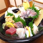 お食事処 磯の坊 - 豪華刺身盛り合わせ 1800円は安いです^_^