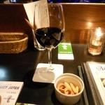 28725954 - 赤ワイン(ハウス)とつまみ