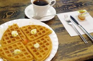 茶房こもん - バターワッフルのセット