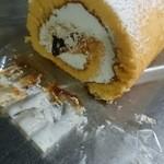 里菜 - キャラメルロールケーキの断面★焦げキャラメルが少し顔を見せています