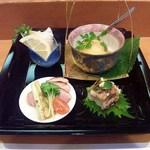 玄海鮨 - 前菜 ・合鴨ロース焼き葱添え・貝柱の網包み揚げ・穴子の棒寿司・ライスコロッケ 和洋ミックスの美味しい品々です