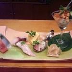 玄海鮨 - 鮨盛 ・鮪中トロ・槍烏賊・勘八・伊佐木・玉子・鰹のワンスプーン寿司・雲丹とイクラのカクテル寿司 味わいはもちろん、目でも楽しめる創作寿司です