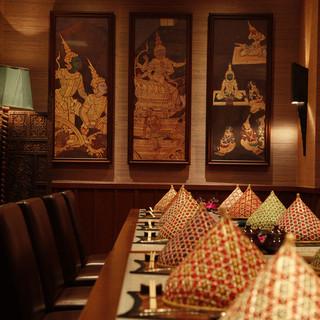 接待や宴会に最適なの大小7つの個室は,4名〜22名様まで。