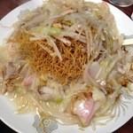 來來來 - 皿うどん(細麺):長崎らしいほのかに甘い無化調の餡。野菜の甘みとスープのウマさが溶け込んでいます