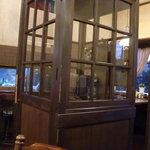 ローリエ - 店内の電話ボックス