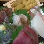 俺の魚を食ってみろ!! 神田南 - 玉手箱(1560円)刺身7種盛り