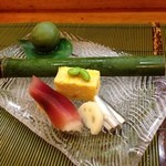 八重さわ - 稚鮎の酢〆に茗荷の黄身寿司。