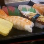 小花寿司 - Aランチ にぎりアップ