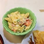 らいらい食堂 - 定食の小鉢二つのうちの一つ。マカロニサラダ。