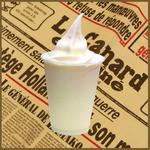 マキバ - 飲むヨーグルトのうえにmakiba(まきば)の生ソフトクリームをトッピング!! 暑い夏にもさっぱりと召し上がれます!!