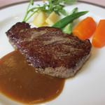国産牛フィレ肉のステーキ100gランチ