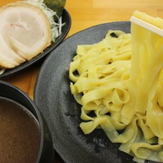 平打ち麺が特徴つけ麺!780円