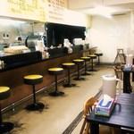 萬来亭 - カウンター8席テーブル12席
