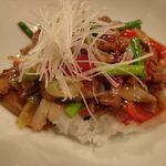 お食事処しもむら - 牛肉と昇竜まいたけの中華飯 のアップ