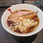 にぼしらーめん とつき - 料理写真:煮干らーめん(中盛)680円