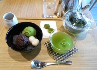 つぼ市製茶本舗 - 抹茶あんみつセット 黒蜜添え 冷たいお煎茶