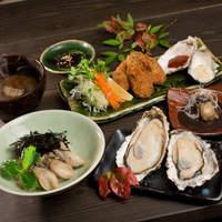 牡蠣屋 - 「牡蠣屋定食」2150円。牡蠣屋のメニューをほぼ含むセットでまさにカキづくしです。