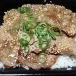 吉野家 - 201407 塩だれ豚丼 ビックリ!調理する人変わって冷凍肉のまま焼いたみたいで噛みきれないくらい硬い。好きだったのにガッカリです。