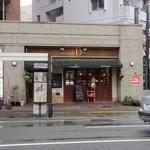 28752698 - 六本松の交差点付近にあるとってもお洒落なパンのお店です。