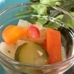 ザ ピンク ウィードカフェ - いろんな野菜のピクルス