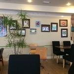 ザ ピンク ウィードカフェ - 広々した店内です、配置もゆったり