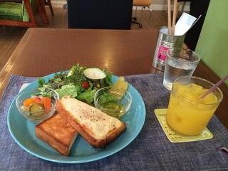 ザ ピンク ウィードカフェ - トーストモーニング全景